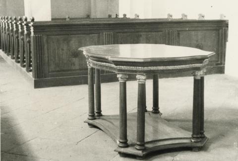 A köveskáli református templomban lévő úrasztala