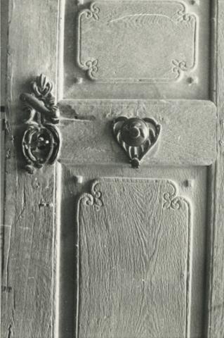 A balatonszőlősi református templom kapujának részlete