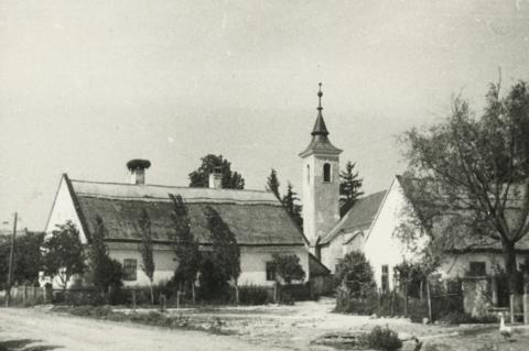 A balatonszőlősi református templom és környéke