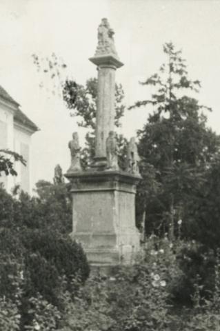 Szentháromság-szobor Diszelen a római katolikus templomnál