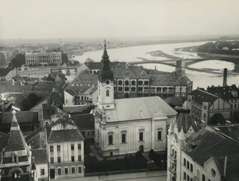 Szeged látképe a Szent Miklós szerb templommal, az egykori Felsőbb Leányiskolával és a Tiszával