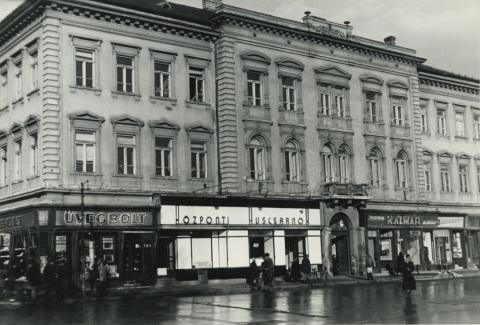 A szegedi Széchenyi tér. 11. irodaháza