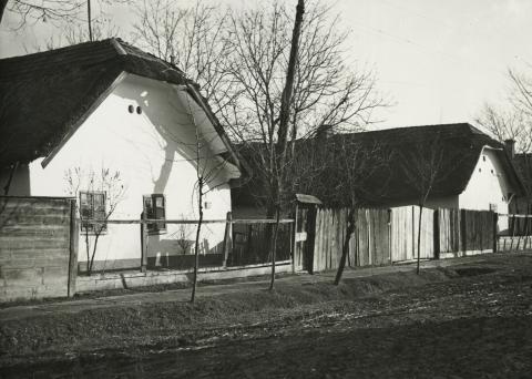 A békési Kispince utca 80-82. szám alatti lakóházak