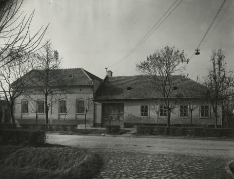 A békési Petőfi Sándor utca 18-20. szám alatti lakóházak