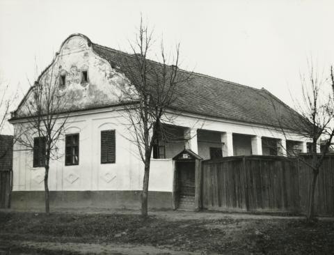 A békési Szabó Dezső utca 37. szám alatti lakóépület