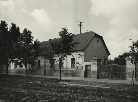 A békési Széchenyi tér 21. szám alatti református lelkészi hivatal
