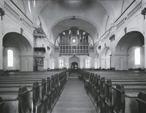 A békési református templom belső tere az orgonával