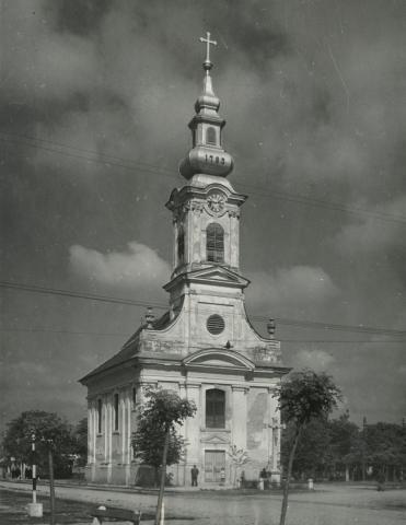A békési római katolikus templom a Széchenyi téren
