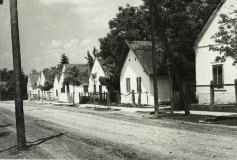 Balatonberény, Kossuth u. 30-28-26-24.