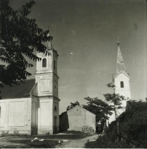 Az evangélikus és római katolikus templom Balatonakaliban