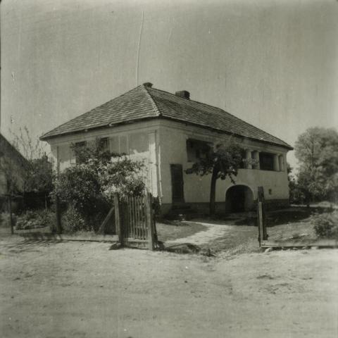 Balatonkenese, Táncsics u. 25.