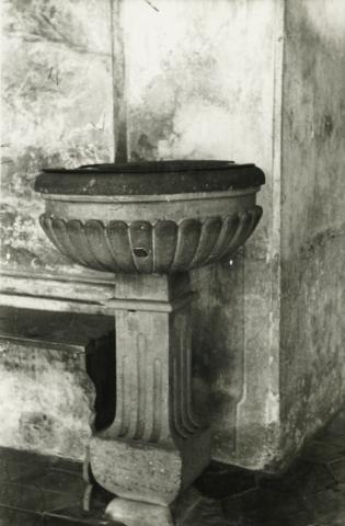 Balatonkeresztúr, katolikus templom szenteltvíztartója