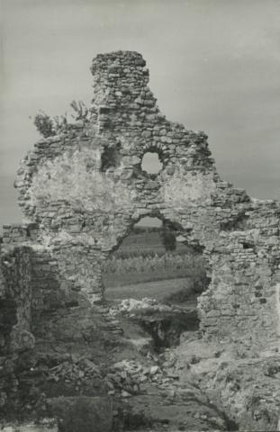 Aszófő, kövesdi templomrom