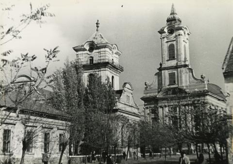 A Békéscsabai Evangélikus Nagytemplom és a vele szemközt álló Kistemplom