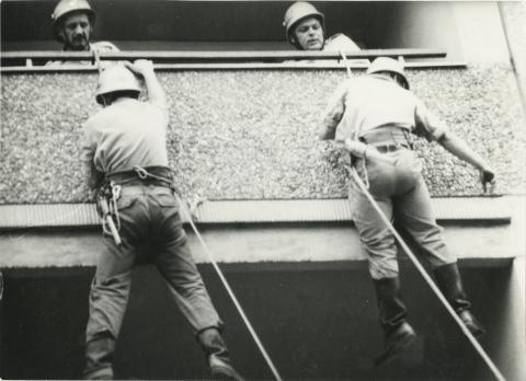 A 43. sz. ÁÉV munkatársai építkezésen