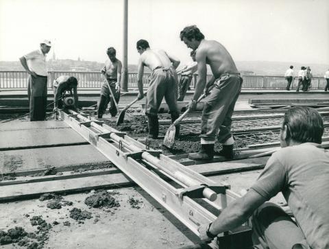 Villamospálya felújítása a Margit hídon